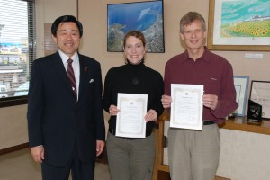 Receiving our certificate of international friendship from Tateyama's mayor
